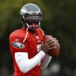 Vick back at Eagles practice, set to start Sunday