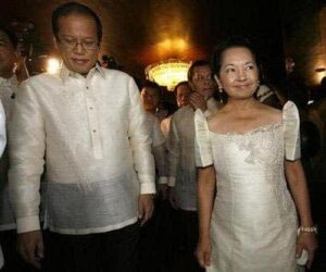 "Outgoing Philippine President Gloria Macapagal Arroyo walks with President-elect Benigno ""Noynoy"" Aquino shortly before leaving Malacanang palace for the inauguration ceremony at Quirino grandstand in Manila June 30, 2010.  REUTERS/Cheryl Ravelo"