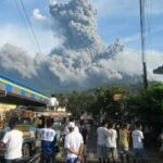 Thousands flee as Philippine volcano erupts