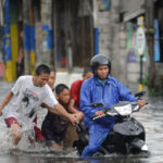 One dead as typhoon skirts Philippines