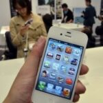 Top tech headlines: iPhone 4S sales and reviews, Facebook iPad app, BlackBerry glitches