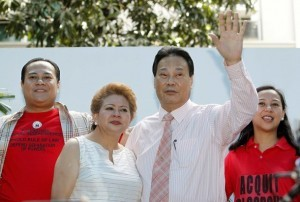 Supreme Court Chief Justice Renato Corona (2nd R) with his family waves to his supporters during an interfaith prayer inside a Supreme Court in Manila May 22, 2012. Corona will testify in his Senate impeachment trial on Tuesday after he was accused of failing to disclose several bank accounts containing millions of pesos, and real estate properties in his Statement of Assets, Liabilities and Net worth (SALN). Also seen are (L-R) Corona's son Francis, Cristina (his wife), Renato and his daughter Carla.   REUTERS/Romeo Ranoco (PHILIPPINES - Tags: RELIGION BUSINESS CRIME LAW)