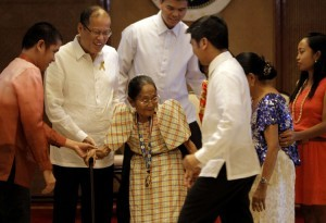 President Benigno S. Aquino III confers the 2012 Gawad sa Manlilikha ng Bayan Award to Magdalena Gamayo during the awarding ceremonies at the Heroes Hall, Malacañan Palace on Thursday (November 08). Gamayo, an inabel weaver from Pinili, Ilocos Norte, was honored for her work in safeguarding and promoting the traditional art of textile weaving. The National Living Treasures Award is the highest award given to traditional artists by the Philippine Government. (MNS photo)