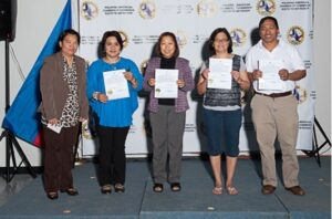 Photo shows (L) Consul General Maria Hellen Barber De La Vega with newly sworn applicants with their certificates of qualified dual citizenship.