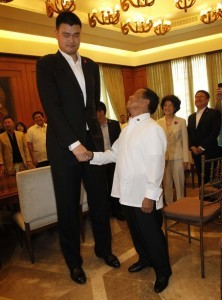 Philippines Vice President Jejomar Binay (R) shakes hands with visiting former National Basketball Association (NBA) player and owner of the Shanghai Dongfang Sharks Yao Ming, during a visit to the Coconut Palace in Manila May 6, 2013. Yao and his Shanghai Dongfang Sharks basketball team are in Manila on a friendly visit, local media reported. (MNS photo)