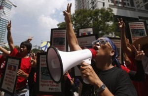 Filipino activists and overseas Filipino workers gesture as they chant slogans during a rally outside the premises of the Taipei Economic and Cultural Office (TECO) in Manila's Makati financial district May 22, 2013. Dozens of rallyists called on the Taiwanese government to ensure the safety and job security of tens of thousands of Filipinos working in Taiwan, according to a statement from a Filipino labor group. They also appealed to the Taiwanese people to refrain from using violence against Filipino workers who have nothing to do with the current political row between the two countries over the May 9, 2013 death of a Taiwanese fisherman in waters off the northern Philippines.  (MNS photo)
