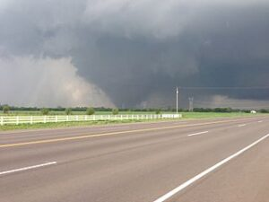 The 2013 Oklahoma City tornado as it passed through south Oklahoma City. (by Ks0stm courtesy of www.commons.wikimedia.org)