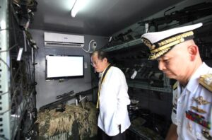 President Benigno S. Aquino III, accompanied by Philippine Navy Flag Officer in Command (FOIC) Vice Admiral Jose Luis Alano, inspects the Disaster Response and Rescue Units (DRRU) equipment during the 115thAnniversary of the Philippine Navy (PN) at the Commodore Posadas Wharf, Headquarters, Naval Sea Systems Command in Naval Station Pascual Ledesma, Fort San Felipe, Cavite City on Tuesday (May 21, 2013). At present, the Philippine Navy is a force of 26,000 personnel composed of sailors, marines and civilian employees. (Photo by: Jay Morales / Malacañang Photo Bureau).