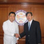 ADB President Takehiko Nakao meets Philippine Finance Secretary Cesar Purisima on 3 June 2013. (Photo courtesy of  ADB Philippine Country Office Facebook page)