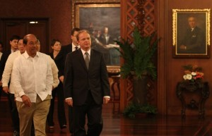 World Bank (WB) East Asia and Pacific vice president Axel van Trotsenburg is received by Budget and Management Secretary Florencio Abad upon arrival at the Reception Hall, Malacañan Palace for the Courtesy Call on Friday (July 12, 2013). (MNS Photo).