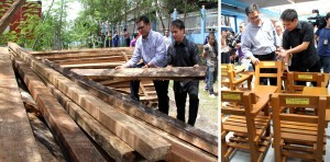 Customs Commissioner Ruffy B. Biazon and TESDA Director General Joel Villanueva (left photo) inspect the confiscated lumber donated by the BOC to TESDA for fabrication into some 45,000 arm chairs for use of public schools under the PNOY Bayanihan Project on Friday (July 19, 2013) at the TESDA Complex, Taguig City. The over 545,000 board feet of lumber was confiscated since last year from misdeclared shipments coming from Davao, Cagayan de Oro and Agusan del Norte in Mindanao. (MNS photo)