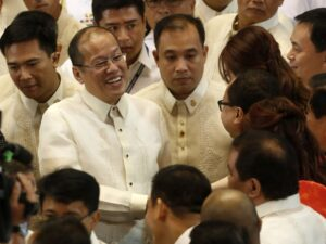 Philippine President Benigno Aquino (2nd L) greets lawmakers after making a speech during his fourth State of the Nation Address (SONA) at the House of Representatives in Quezon City, Metro Manila July 22, 2013. (MNS photo)