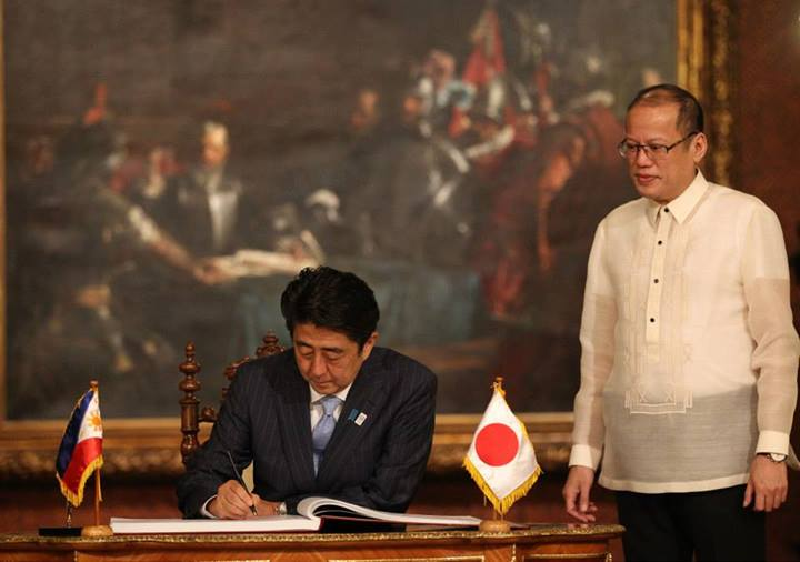 President Benigno S. Aquino III witnesses as His Excellency Shinzo Abe, Prime Minister of Japan, signs the Palace Guest Book at the Reception Hall of the Malacañan Palace during his Official Visit to the Republic of the Philippines on Saturday (July 27, 2013). The visit of Prime Minister Abe will further advance the Strategic Partnership between the Philippines and Japan. The last time that the prime minister of Japan visited the Philippines was in December 2006 when Prime Minister Abe visited Manila during his first term as the head of the Japanese Government. (MNS photo)