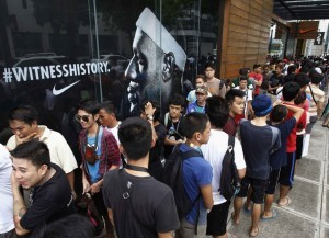 Fans of Miami Heat's Lebron James queue for a second day to obtain free tickets for his visit, outside a mall in Manila July 17, 2013. NBA basketball player James is scheduled to arrive in Manila on a one-day visit on July 23, 2013, according to local media. (MNS photo)