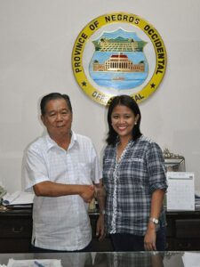 Senator Nancy Binay meets with then Governor Alfredo G. Marañon, Jr. in a publicly released photo shoot. Date 17 May 2011 (photo courtesy of www.commons.wikimedia.org)