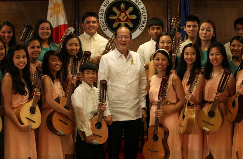 President Benigno S. Aquino III poses for a group photo with the