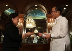 President Benigno S. Aquino III accepts the credentials of Sovereign Military Order of Malta (SMOM) Ambassador to the Philippines Her Excellency Odelia Gregorio Arroyo during the Presentation of Credentials at the Music Room of the Malacañan Palace on Tuesday (August 27, 2013). (MNS photo)