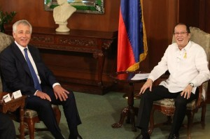 President Benigno S. Aquino III exchanges pleasantries with United States Secretary of Defense Chuck Hagel during the Courtesy Call at the Music Room of the Malacañan Palace on Friday (August 30, 2013). (MNS photo)