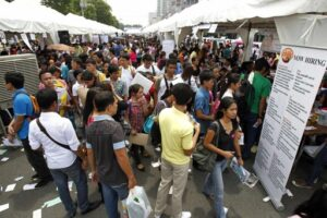 Job seekers search through available work and fill up forms during a job fair in Manila. The country's unemployment rate jumped to a three-year high 7.5 percent in April, the statistics office said on Tuesday, despite a 7.8 percent annual GDP growth in the first quarter, the fastest pace in Asia. (MNS photo)