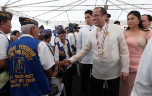 "President Benigno S. Aquino III is surrounded by war veterans during the observance of the National Heroes Day at the Libingan ng mga Bayani, Fort Bonifacio in Taguig City on Monday (August 26). The National Heroes Day commemorates the beginning of the Filipinos fight for independence from Spain known as the ""Cry of Pugad Lawin"" led by Andres Bonifacio. In photo are Taguig City Mayor Laarni Lopez-Cayetano . (MNS photo)"