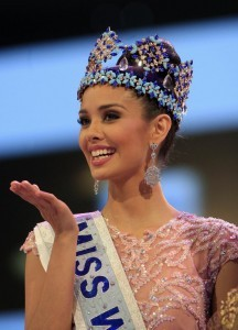 Newly crowned Miss World Megan Young of the Philippines, smiles after winning the Miss World contest, in Nusa Dua, Bali, Indonesia, Saturday, Sept. 28, 2013. (MNS photo)