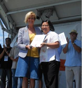 Consul General  De La Vega receives from Honorable Representative Janice Hahn a US Congressional Recognition on her Public Service  Award from Fil-Am Arts on exemplary leadership