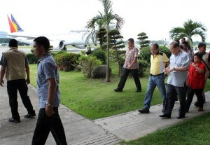 President Benigno S. Aquino III inspects the facilities of the Zamboanga City Airport on Thursday (September 19, 2013). The airport resumed operation Thursday after it was shut down at the start of the standoff between the Moro National Liberation Front (MNLF) and government forces last week.(MNS photo)
