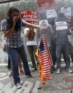 Student activists burn a replica U.S. flag during a protest at a university campus in Manila September 5, 2013 to denounce U.S. President Barack Obama's proposed plan for a limited military strike in Syria.  (MNS photo)