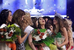 Philippines' Mutya Johanna Datul © reacts during the awards ceremony after winning the Miss Supranational contest in Minsk, September 6, 2013.(MNS photo)
