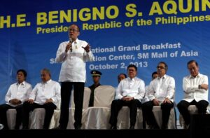 President Benigno S. Aquino III answers questions from the members of the Brotherhood of Christian Businessmen and Professionals (BCBP) during the BCBP Grand Breakfast at the SMX Convention Center in Pasay City on Wednesday (October 02). The BCBP develops Christian leaders to become agents for justice and sound development in the work environment. In photo are Presidential Communications Operations Office Secretary Herminio Coloma, Jr., BCBP national president Lito Manuel Jimenez and BCBP chairman of the board Eduardo Pelaez, Science and Technology Secretary Mario Montejo and Public Works and Highways Secretary Rogelio Singson. (MNS photo)