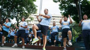 Members of Manila Police District (MPD) undergo a regular exercise to prevent obesity and overweight among policemen on Friday, October 4, 2013 at the Manila Police District Headquarters on U.N Avenue, Manila. (MNS photo)