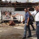 Aquino walks out of Tacloban briefing after being egged on to declare martial law in city