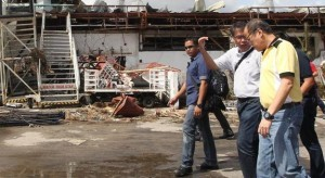 President Benigno S. Aquino III and Department of Interior and Local Government Secretary Mar Roxas personally inspects the extent of damage brought by Super Typhoon Yolanda (Hainan) during his visit to Tacloban City the province of Leyte on Sunday (November 10, 2013). Typhoon Yolanda, the world's most powerful typhoon in 2013, packing more than 300kph when it made landfall in Central Visayas Friday morning. (MNS Photo)
