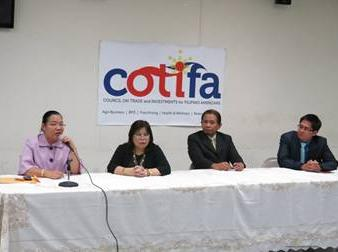 (L-R) Consul General De La Vega; PFA Vice Chairman, Bing Sibal-Limjoco; PNB General Manager Ric Ramos and DTI LA Representative Jose Dinsay.