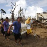 Binay visits victims of typhoon in Capiz