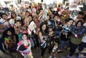Pet owners hold up their pets dressed in costumes during the Scaredy Cats and Dogs Halloween costume competition at Eastwood mall in Quezon city, metro Manila October 26, 2013. According to an official from the organiser Philippine Animal Welfare Society (PAWS), the annual event, which had at least one hundred competitors who joined with their pets, aimed to give pet owners a chance to bond with their pets and experience Halloween together. (MNS photo)