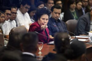 Senator Miriam Defensor-Santiago attends the Blue Ribbon Committee hearing of the P10 billion Priority Development Assistance Fund (PDAF) scam Thursday, November 7. Santiago reminded Napoles that she cannot just invoke her right against self-incrimination (MNS photo)