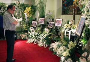 President Aquino at the wake of former Chief Justice Andres Narvasa held at the Mt. Carmel Shrine Parish in Quezon City. Narvaza was the general counsel of the historic Agrava fact-finding commission, which investigated the killing of Senator Benigno Aquino Jr.(MNS photo)