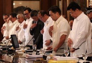 President Benigno S. Aquino III leads his official family in prayer before presiding over the National Economic and Development Authority (NEDA) Board Meeting at the Aguinaldo State Dining Room of the Malacañan Palace on Thursday (November 21, 2013). In photo are Science and Technology Secretary Mario Montejo, Tourism Secretary Ramon Jimenez, Jr., Defense Secretary Voltaire Gazmin, Secretary to the Cabinet Jose Rene Almendras, Executive Secretary Paquito Ochoa, Jr., Finance Secretary Cesar Purisima and Environment and Natural Resources Secretary Ramon Jesus Paje. (Photo by Ryan Lim / Malacañang Photo Bureau)