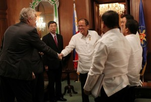 President Benigno S. Aquino III welcomes Asian Development Bank (ADB) officials, headed by ADB president Takehiko Nakao, during the courtesy call at the Music Room of the Malacañan Palace on Friday (November 15). (MNS photo)