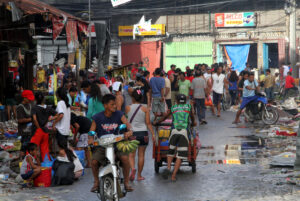 Residents of Tacloban City flock to a public market to buy food items as small entrepreneurs begin setting up shop selling fish, bananas, vegetables and other food stuff. (MNS photo)