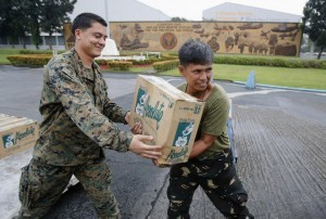 Philippine and U.S. military personnel carry boxes of water to be deployed via airlift by the U.S. Air Force to victims of super typhoon Haiyan, in Manila November 13, 2013. Philippine officials have been overwhelmed by Haiyan, one of the strongest typhoons on record, which tore through the central Philippines on Friday and flattened Tacloban, coastal capital of Leyte province where officials had feared 10,000 people died, many drowning in a tsunami-like wall of seawater (MNS photo)