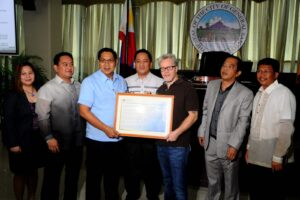 "Coach Freddie Roach  is GenSan's adopted son: General Santos City (9 November 2013) - During the Sangguniang Panglunsod session on Tuesday, November 5, coach Frederick Steven ""Freddie"" Roach is formally accepted by City Mayor Ronnel Rivera as an adopted son of General Santos City by virtue of Resolution No. 470 authored by City Councilor Franklin Gacal. Gacal said naming Roach as GenSan's adopted son was an act of acknowledging his contribution in bringing fame to the city worldwide. (GENSAN INFO OFFICE/Russell Delvo)"