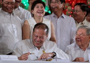 President Benigno S. Aquino III signs into law Republic Act No. 10633, the Php 2.265-trillion General Appropriations Act for Fiscal Year 2014, in a ceremony at the Rizal Hall of the Malacañan Palace on Friday (December 20).  Witnessing the ceremony are Speaker Feliciano Belmonte, Jr. and Representatives Pangalian Balindong, Maria Zenaida Angping, Cesar Sarmiento and Emil Ong. (MNS photo)