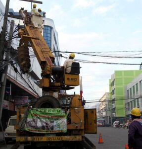 Workers from first Bukidnon Electric Cooperatives (FIBECO) repair power lines damaged by super typhoon Yolanda in Tacloban City (November 26). (MNS photo)