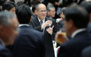 TOKYO, Japan – Philippine President Benigno S. Aquino III along with fellow regional leaders offers a toast during the Luncheon Meeting hosted by Keidanren and the Japan Chamber of Commerce and industry (JCCI) at the Golden Room of the Keidanren Kaikan in 1-3-2 Otemachi, Chiyoda-ku, Tokyo on Saturday (December 14, 2013) at the sidelines of the ASEAN – Japan Commemorative Summit. At the summit, the Leaders of ASEAN and Japan will primarily set the future (long-term) direction of ASEAN-Japan relations, to cover politico-security, economic and socio-cultural cooperation.  They will also exchange views on regional and international issues. (PLDT powered by SMART) (Photo by Ryan Lim / Malacañang Photo Bureau)