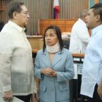 Gloria Arroyo, Govs. Ejercito, Vilma Santos told to vacate posts