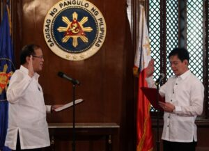 """President Benigno S. Aquino III administers the oath of office to Presidential Assistant for Rehabilitation and Recovery former Senator Panfilo Lacson in a ceremony at the President's Hall of the Malacañan Palace on Tuesday (December 10, 2013). The """"rehabilitation czar"""" is the man in charge to oversee the overall efforts being undertaken by the national government in reconstructing the areas destroyed by super typhoon Yolanda in the Visayas region (MNS Photo)"""