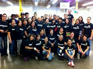 EDITH Z. DI VOLUNTEERS TO CELEBRATE A MILESTONE: Friends and family joined Edith Zambrano-Dimaculangan (CEO of Books 'En More) and her husband Manny,  celebrate her 50th birthday by volunteering at the Los Angeles Regional Food Bank last Dec. 28 and fulfilling her passion to fight hunger in the community.    The kind-hearted business entrepreneur is shown third at the 2nd row, left, kneeling, with her fellow volunteers.