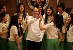 President Benigno S. Aquino III does a high five with Miriam College High School Grade 11 students during the courtesy call at the Heroes Hall of the Malacañan Palace on Tuesday (January 07).  (MNS photo)